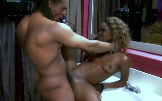 The blowjob and pussy eating  turns on horny ebony Marie Luv