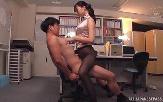 Kurokawa Sumire wearing black nylon to make her friend hornier than ever