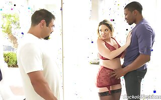 Lovely Kiki Daire gets her pussy pounded while voayer watches
