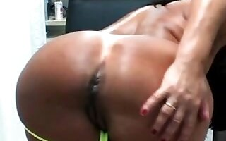Amateur masterbating vid with me toying my cunt